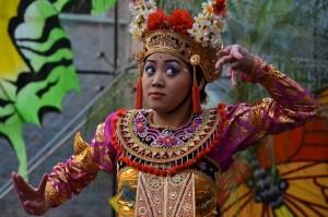 DwiBhumi Balinese dans Legong Keraton Museum Nusantara