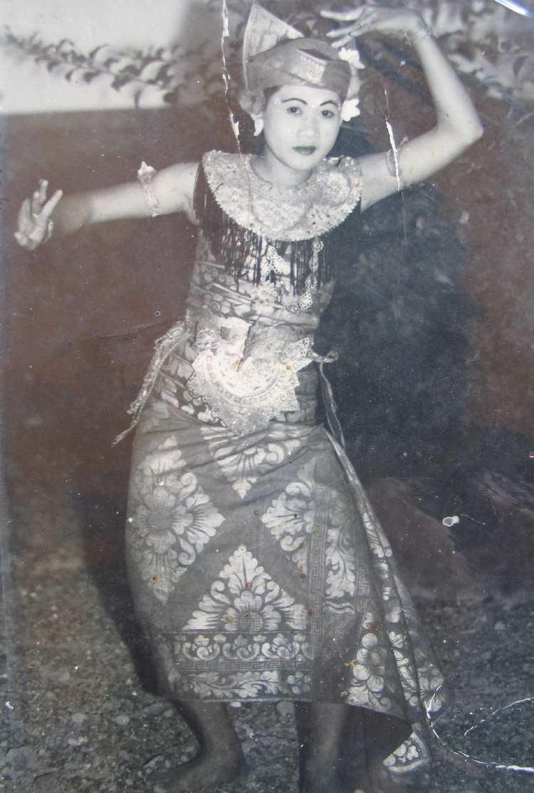 Jero Made Puspawati DwiBhumi Margapati Kebyar Balinese dans