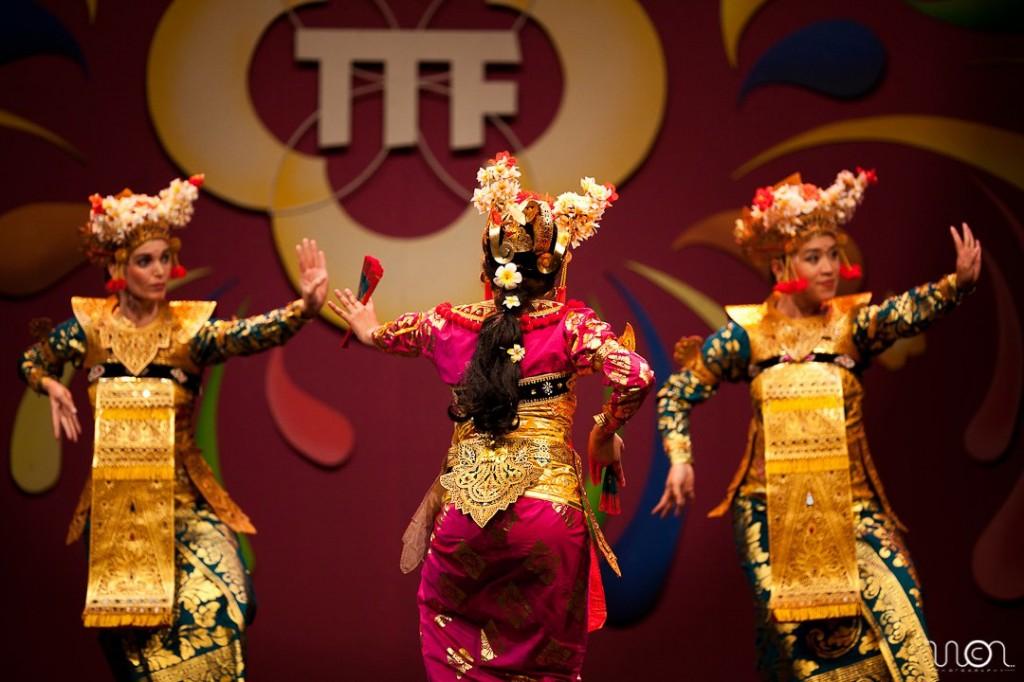 DwiBhumi Balinese dans -  Legong Keraton Lasem  -  Tong Tong Fair 2011