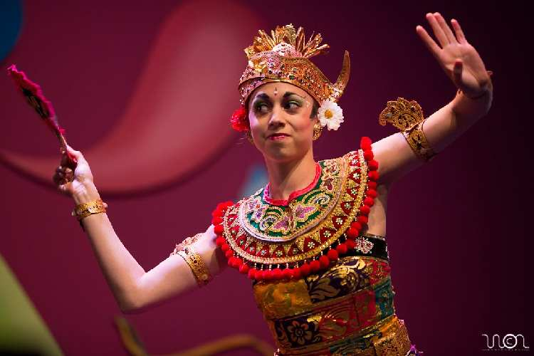 TongTong Fair DwiBhumi Balinese dans Oleg Tambulilingan Aafke de Jong Roxanne Spijkers