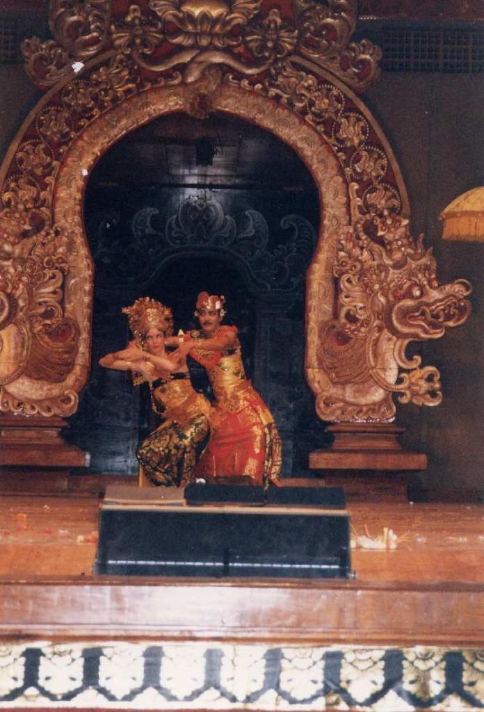 DwiBhumi Balinese dans Oleg Tambulilingan Art Centre PKB Denpasar