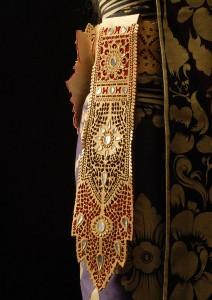Replica van onderdeel van Balinees danskostuum (ampok-ampok) door modeontwerpster Esther Boskaljon