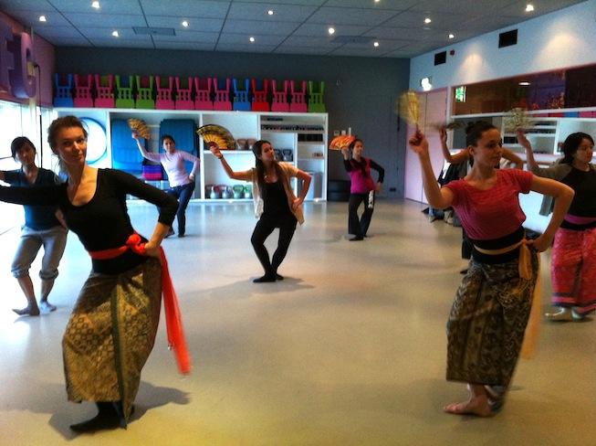 Balinese dans DwiBhumi dansles dansworkshop optredens kembang girang