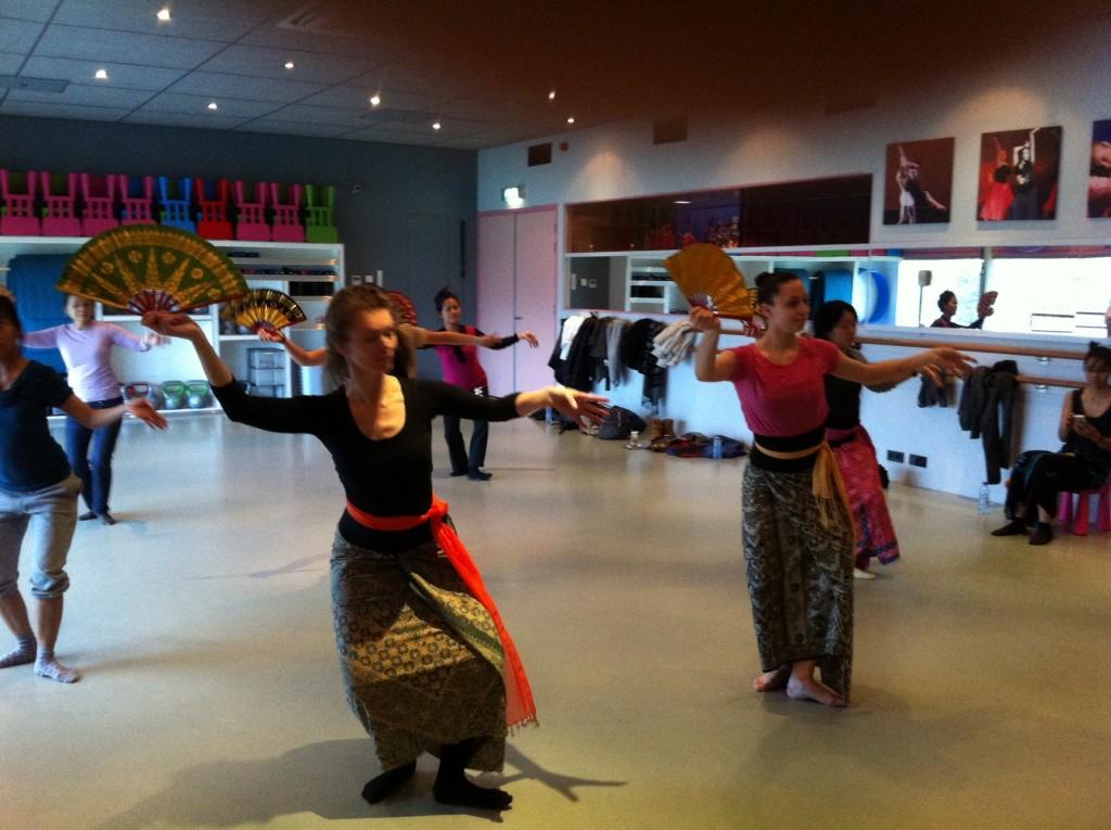 DwiBhumi Balinese Dansgroep repetitie
