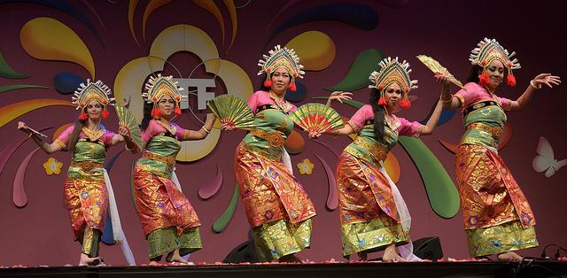 Balinese dans van DwiBhumi op Tong Tong Fair & Festival 2015