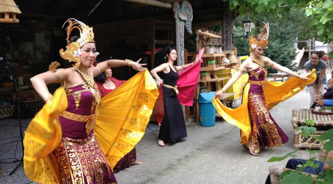Workshops Balinese dans voor Begawan Foundation in Taman Indonesia