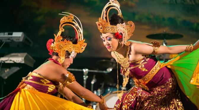 Zaterdag 19 maart Balinese dans van DwiBhumi tijdens Hindoestaans Lentefeest in Den Haag