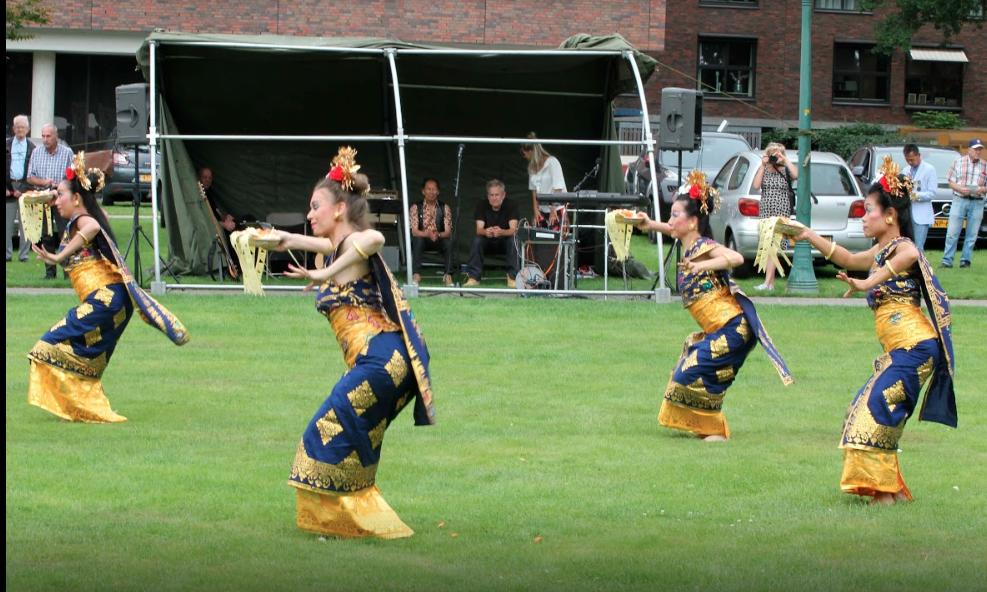 DwiBhumi Balinese dans tijdens Indie herdenking 15 augustus-Indie Monument Enschede 2017
