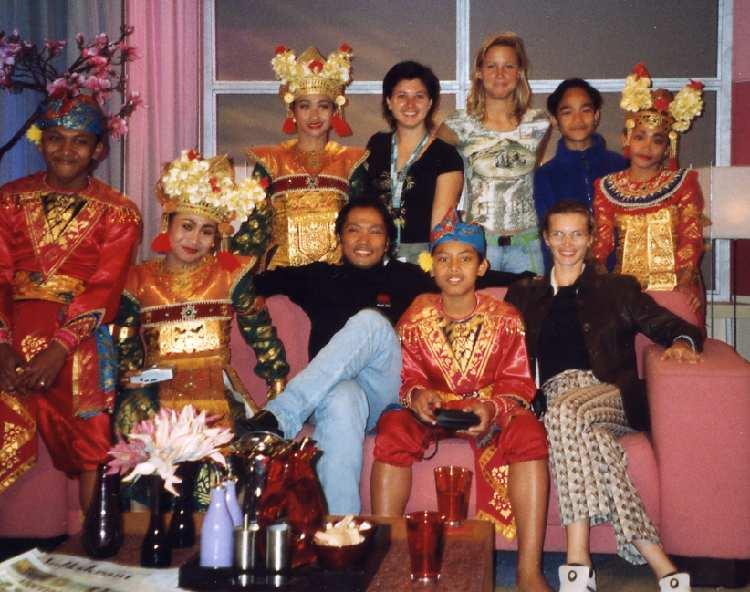 Arma Ramai (Wereld Kinderfestival 2003) in het televisieprogramma Lijn 4
