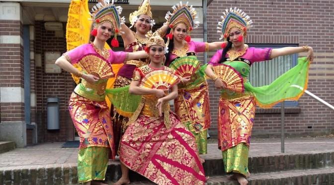 Balinese dans van DwiBhumi op Bronbeek