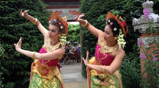 1 augustus Benefiet voor Balinese vogel in Taman Indonesia met Balinese dansen van DwiBhumi
